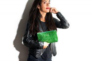 Pochette connectée cuir et glitter green